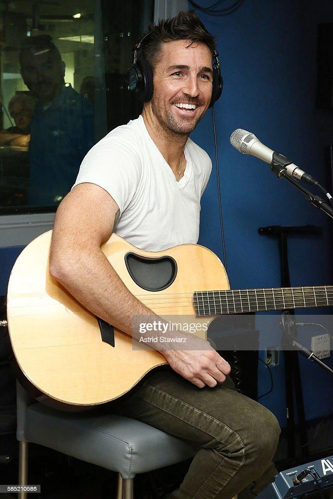 Singer Jake Owen performs at SiriusXM Studios on August 2, 2016 in New York City.