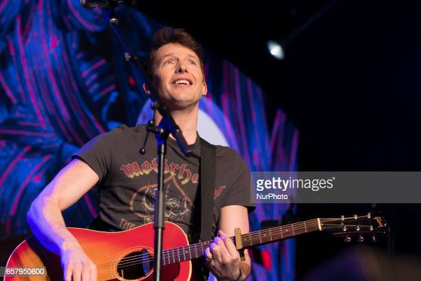 Singer James Blunt performs at the 'La Noche de Cadena 100' gala at Wizink Center on March 25 2017 in Madrid Spain