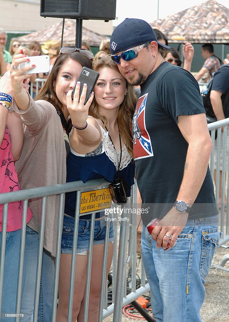 Singer <a gi-track='captionPersonalityLinkClicked' href=/galleries/search?phrase=Jason+Aldean&family=editorial&specificpeople=619221 ng-click='$event.stopPropagation()'>Jason Aldean</a> attends the 48th Annual Academy Of Country Music Awards & Cabela's Great Outdoors Archery event at the Orleans Arena on April 6, 2013 in Las Vegas, Nevada.