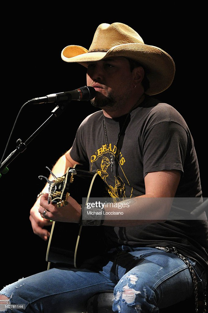 Singer <a gi-track='captionPersonalityLinkClicked' href=/galleries/search?phrase=Jason+Aldean&family=editorial&specificpeople=619221 ng-click='$event.stopPropagation()'>Jason Aldean</a> performs during the All For the Hall New York concert benefiting the Country Music Hall of Fame at Best Buy Theater on February 26, 2013 in New York City.