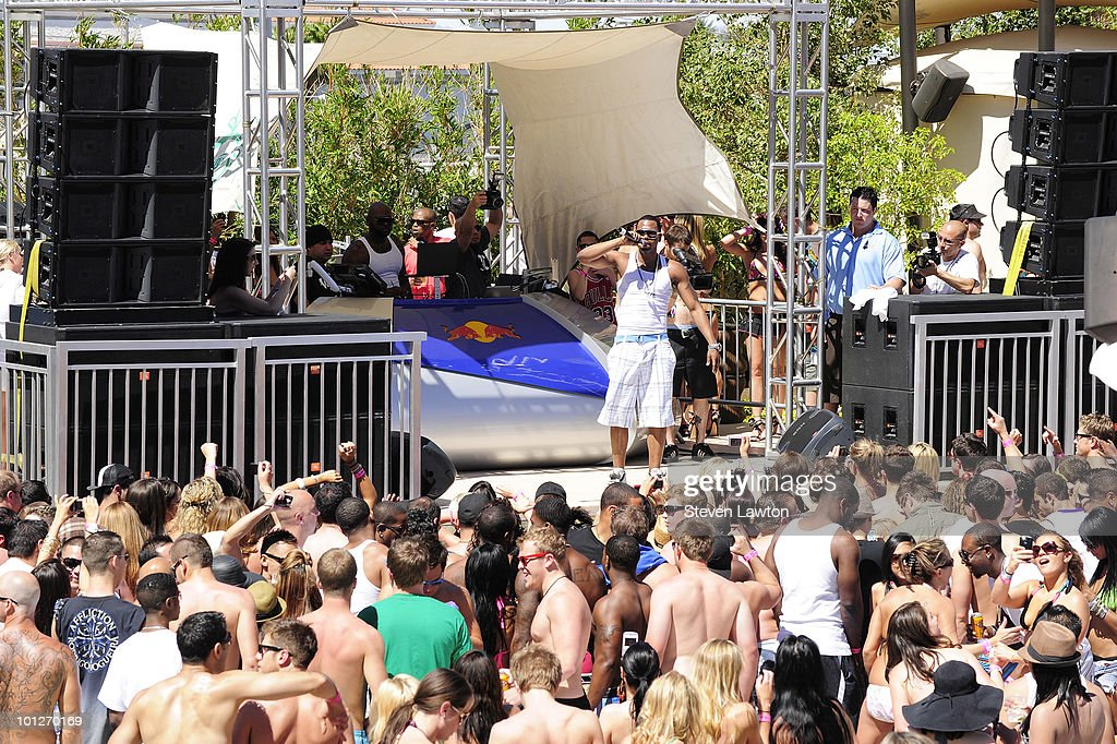 Singer Jason Derulo performes at the 2nd annual 'Love Festival' at The Palms Casino Resort on May 29, 2010 in Las Vegas, Nevada.