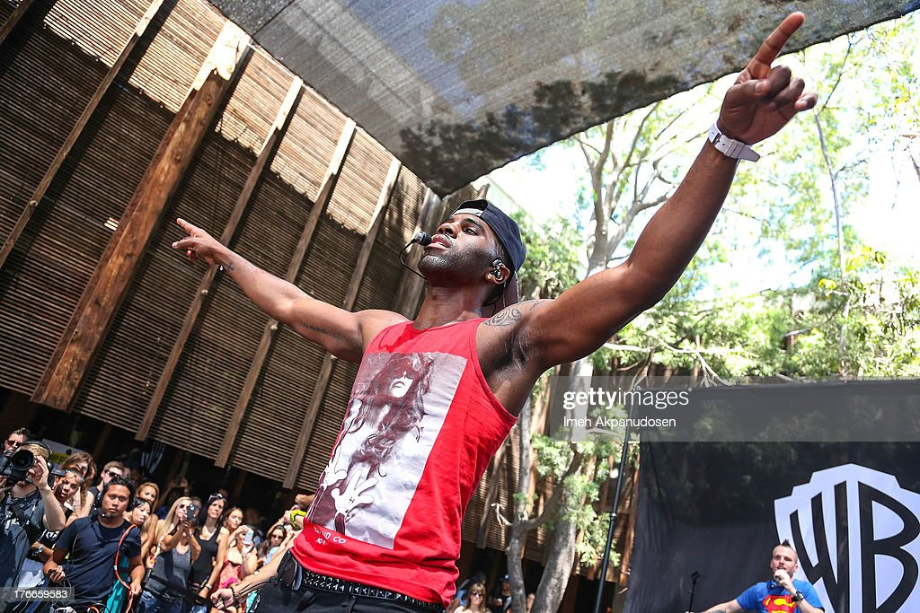 Singer <a gi-track='captionPersonalityLinkClicked' href=/galleries/search?phrase=Jason+Derulo&family=editorial&specificpeople=5745869 ng-click='$event.stopPropagation()'>Jason Derulo</a> performs at the WBR Summer Sessions at Warner Bros. Records Boutique Store on August 16, 2013 in Burbank, California.