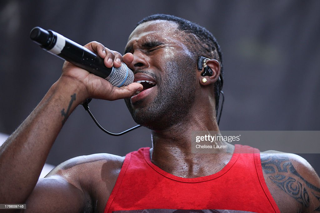 Singer <a gi-track='captionPersonalityLinkClicked' href=/galleries/search?phrase=Jason+Derulo&family=editorial&specificpeople=5745869 ng-click='$event.stopPropagation()'>Jason Derulo</a> performs during summer sessions at Warner Bros. Records Boutique Store on August 16, 2013 in Burbank, California.