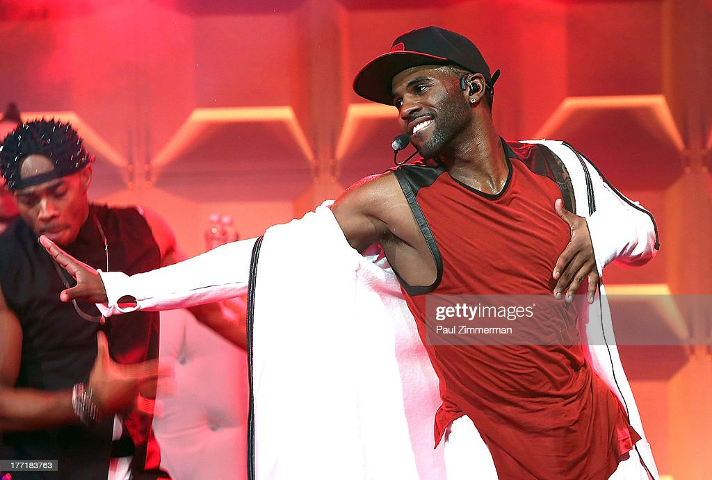 Singer <a gi-track='captionPersonalityLinkClicked' href=/galleries/search?phrase=Jason+Derulo&family=editorial&specificpeople=5745869 ng-click='$event.stopPropagation()'>Jason Derulo</a> performs during the VMA Song of the Summer Celebration presented by MTV and Windows Phone at Music Hall of Williamsburg on August 21, 2013 in the Brooklyn borough of New York City.