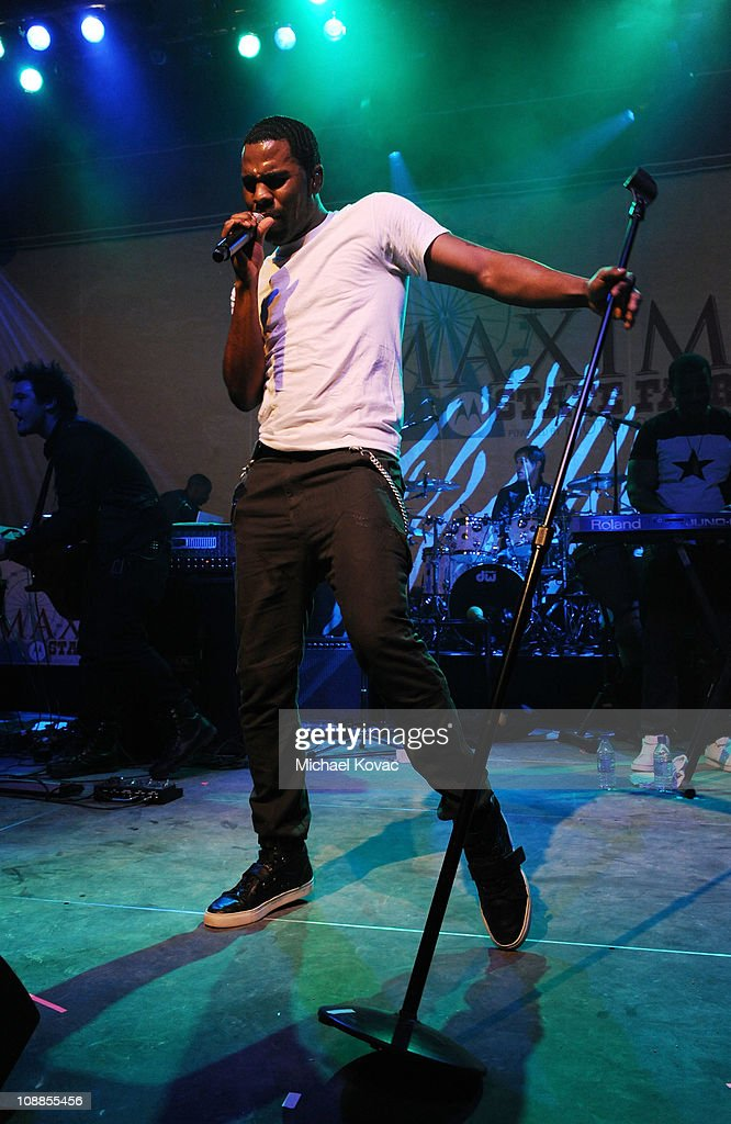 Singer <a gi-track='captionPersonalityLinkClicked' href=/galleries/search?phrase=Jason+Derulo&family=editorial&specificpeople=5745869 ng-click='$event.stopPropagation()'>Jason Derulo</a> performs with AOL at the Maxim Party Powered by Motorola Xoom at Centennial Hall at Fair Park on February 5, 2011 in Dallas, Texas.