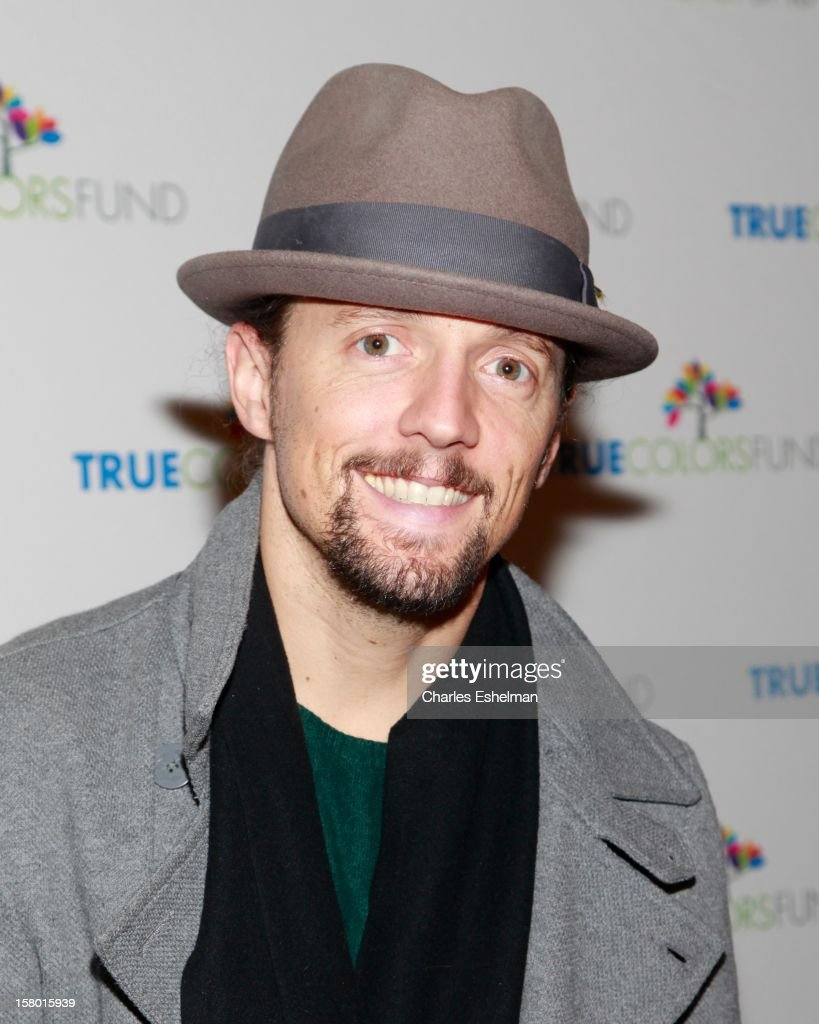 Singer <a gi-track='captionPersonalityLinkClicked' href=/galleries/search?phrase=Jason+Mraz&family=editorial&specificpeople=206684 ng-click='$event.stopPropagation()'>Jason Mraz</a> arrives at The Beacon Theatre on December 8, 2012 in New York City.