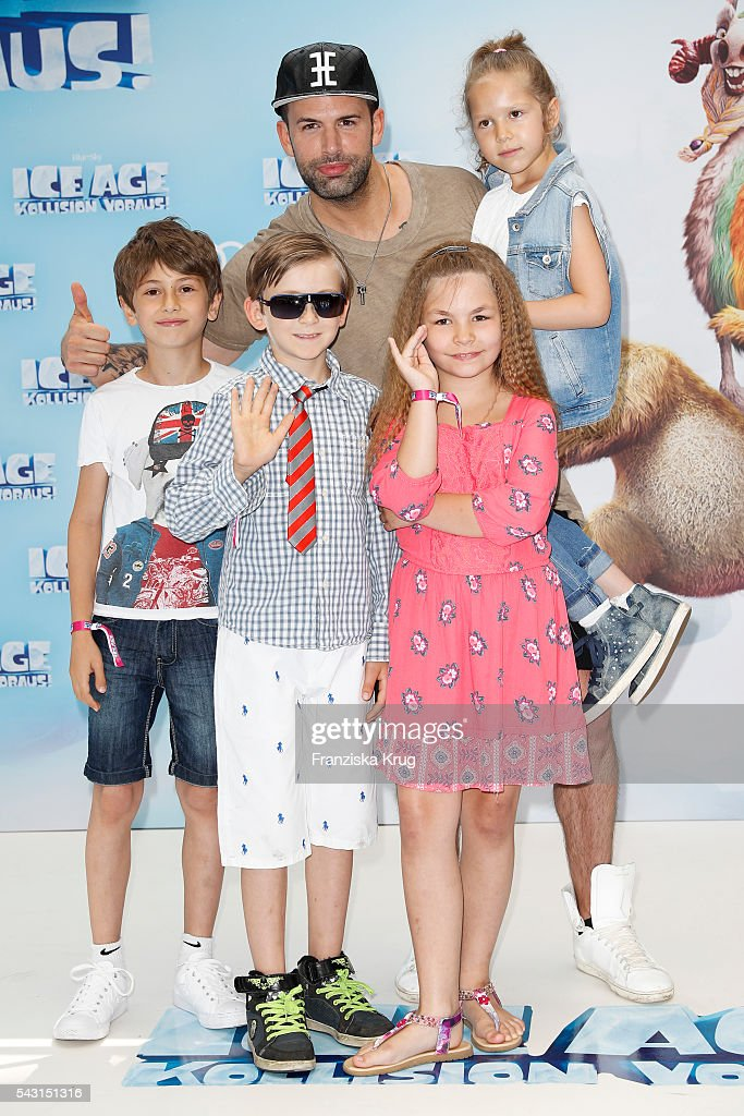 Singer <a gi-track='captionPersonalityLinkClicked' href=/galleries/search?phrase=Jay+Khan&family=editorial&specificpeople=630902 ng-click='$event.stopPropagation()'>Jay Khan</a> and his kids attend the 'Ice Age - Kollision Voraus' German Premiere at CineStar on June 26, 2016 in Berlin, Germany.