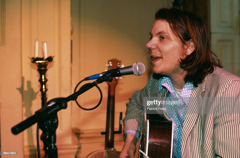 Singer Jeff Tweedy of American rock group Wilco, January 1997.