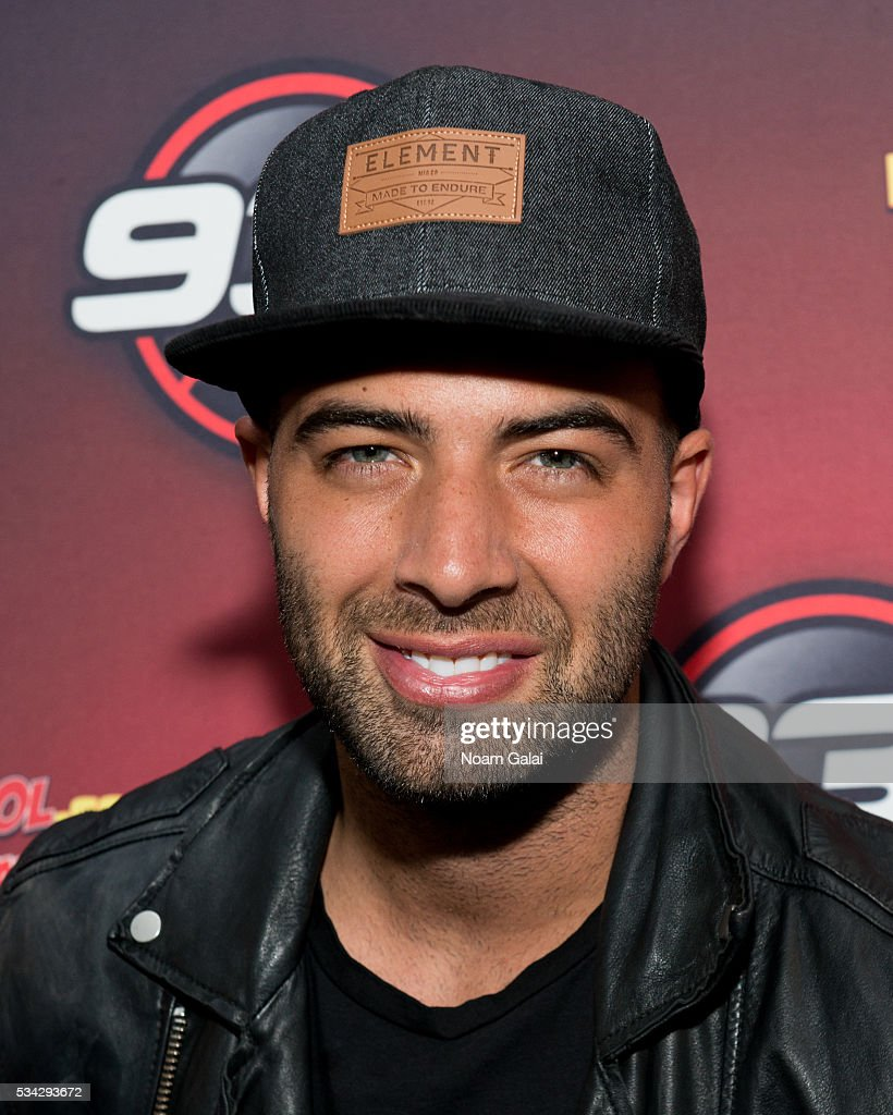 Singer <a gi-track='captionPersonalityLinkClicked' href=/galleries/search?phrase=Jencarlos+Canela&family=editorial&specificpeople=4290761 ng-click='$event.stopPropagation()'>Jencarlos Canela</a> visits 93.1 AMOR at SBS Radio New York on May 25, 2016 in New York City.