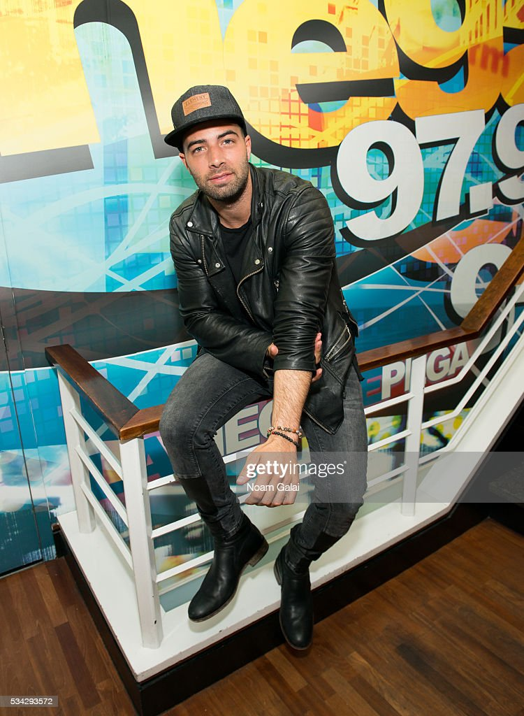 Singer <a gi-track='captionPersonalityLinkClicked' href=/galleries/search?phrase=Jencarlos+Canela&family=editorial&specificpeople=4290761 ng-click='$event.stopPropagation()'>Jencarlos Canela</a> visits Mega 97.9 at SBS Radio New York on May 25, 2016 in New York City.