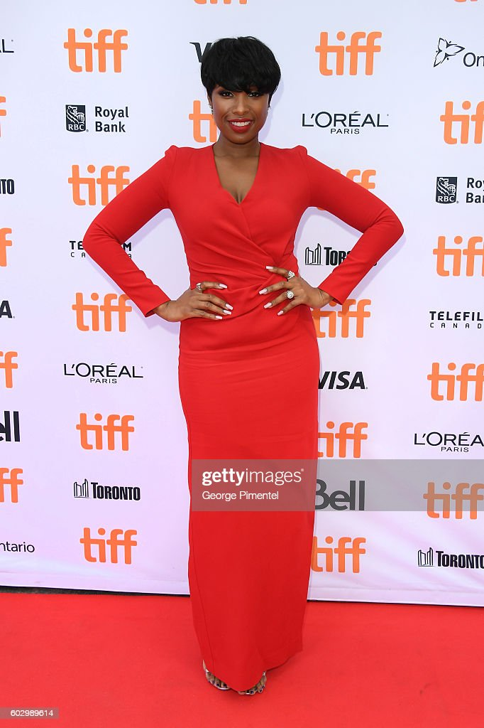 singer-jennifer-hudson-attends-the-sing-premiere-during-the-2016-picture-id602989614