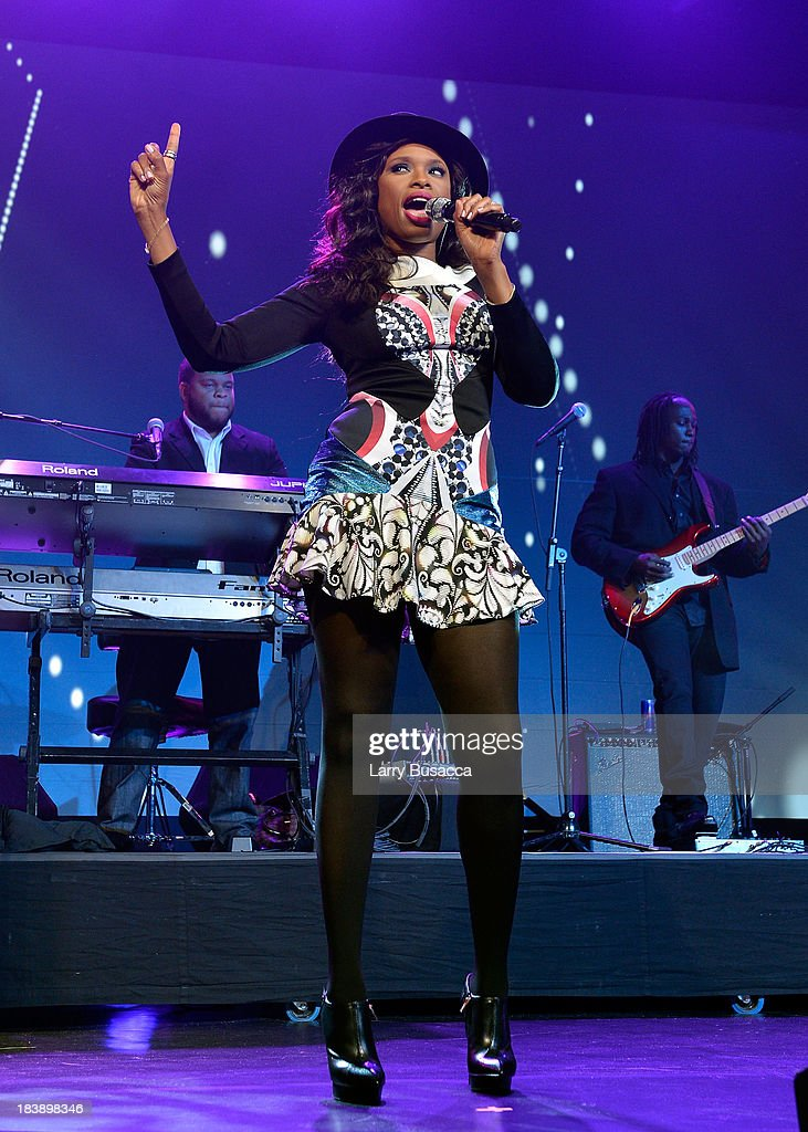 Singer <a gi-track='captionPersonalityLinkClicked' href=/galleries/search?phrase=Jennifer+Hudson&family=editorial&specificpeople=234833 ng-click='$event.stopPropagation()'>Jennifer Hudson</a> performs at the 30th Annual Walter Kaitz Foundation Fundraising Dinner at The New York Marriott Marquis on October 9, 2013 in New York City.