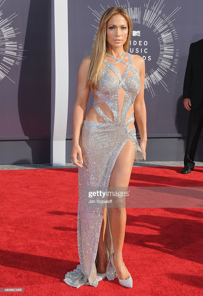 Singer <a gi-track='captionPersonalityLinkClicked' href=/galleries/search?phrase=Jennifer+Lopez&family=editorial&specificpeople=201784 ng-click='$event.stopPropagation()'>Jennifer Lopez</a> arrives at the 2014 MTV Video Music Awards at The Forum on August 24, 2014 in Inglewood, California.