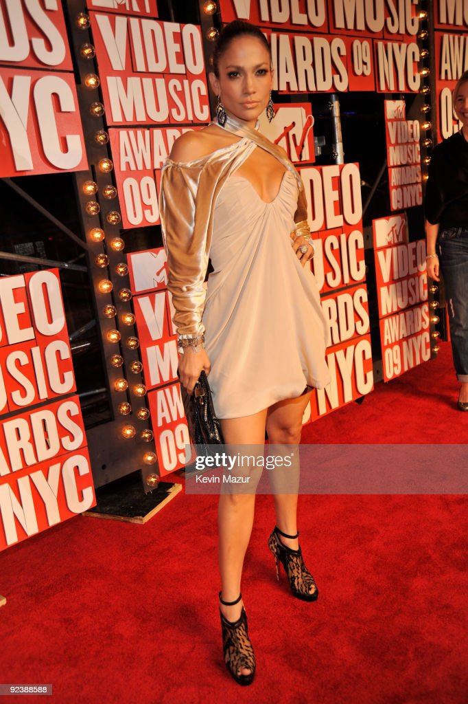 Singer Jennifer Lopez attends the 2009 MTV Video Music Awards at Radio City Music Hall on September 13, 2009 in New York City.