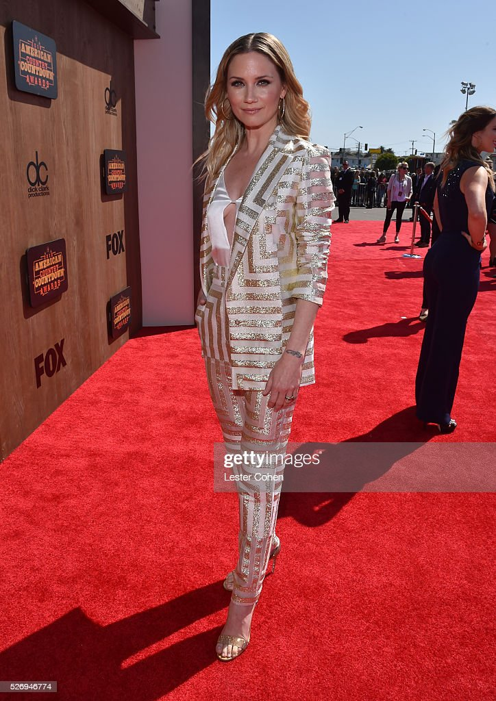 Singer Jennifer Nettles attends the 2016 American Country Countdown Awards at The Forum on May 1, 2016 in Inglewood, California.