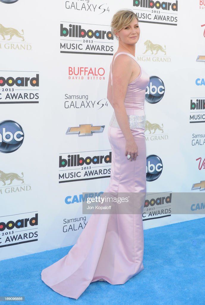 Singer Jennifer Nettles of Sugarland arrives at the 2013 Billboard Music Awards at MGM Grand Hotel & Casino on May 19, 2013 in Las Vegas, Nevada.