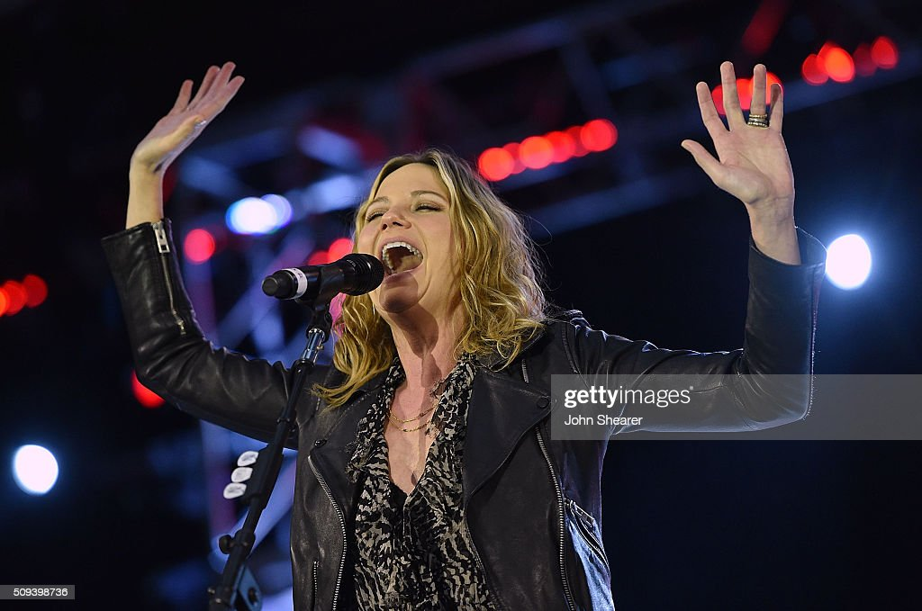 Singer <a gi-track='captionPersonalityLinkClicked' href=/galleries/search?phrase=Jennifer+Nettles&family=editorial&specificpeople=619734 ng-click='$event.stopPropagation()'>Jennifer Nettles</a> performs during the CRS Big Machine Label Group lunch at Omni Hotel on February 10, 2016 in Nashville, Tennessee.