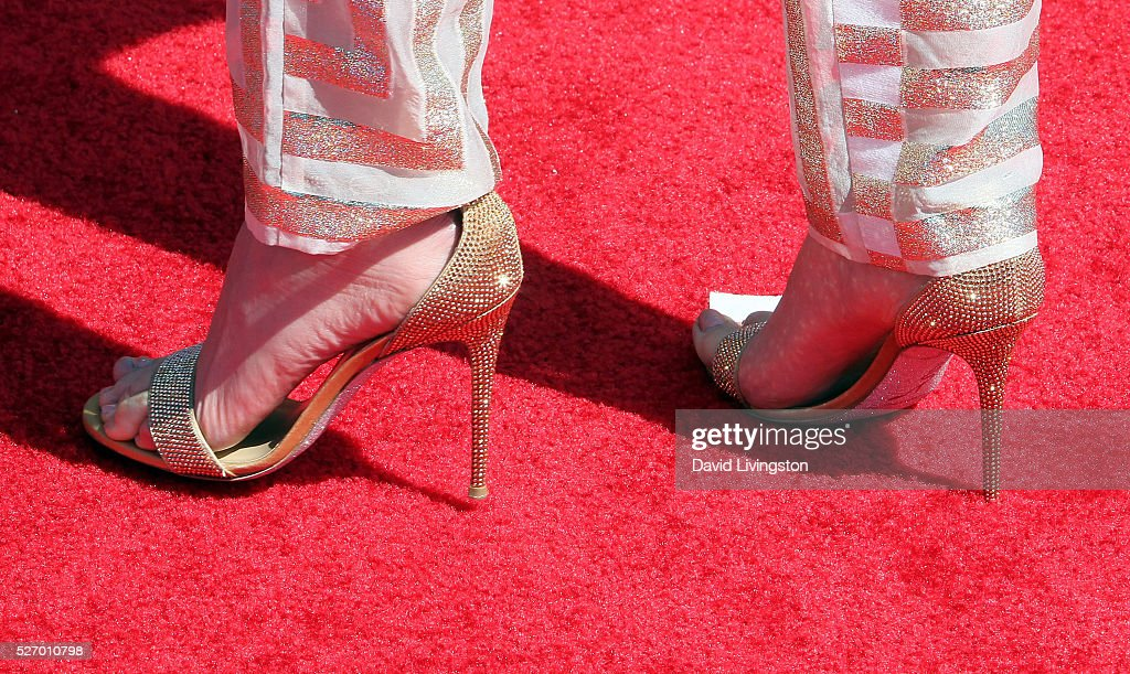 Singer <a gi-track='captionPersonalityLinkClicked' href=/galleries/search?phrase=Jennifer+Nettles&family=editorial&specificpeople=619734 ng-click='$event.stopPropagation()'>Jennifer Nettles</a>, shoe detail, attends the 2016 American Country Countdown Awards on May 01, 2016 in Inglewood, California.