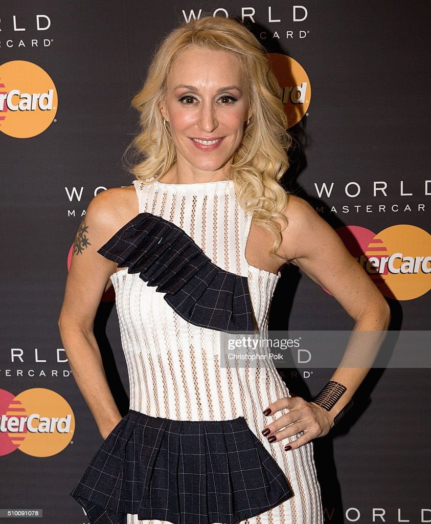 Singer Jes Brieden poses with TJX Rewards (R) Platinum MasterCard Card holders at the MasterCard Lounge at Westwood One Backstage on February 13, 2016 in Los Angeles, California.