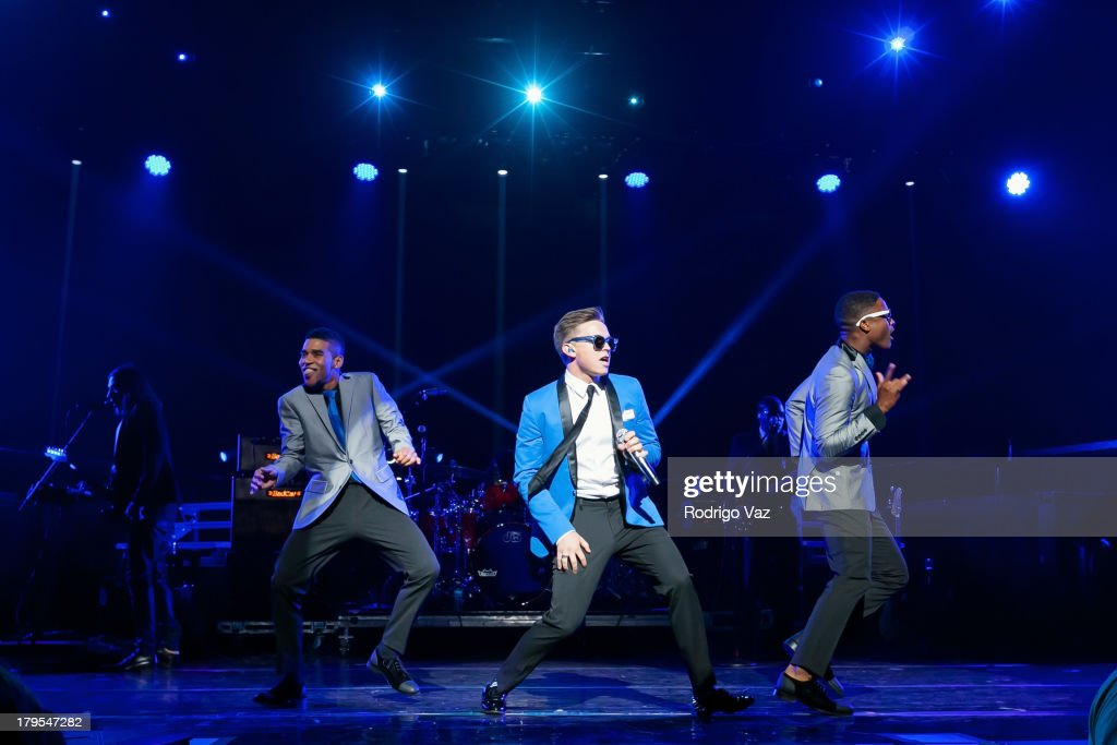 Singer <a gi-track='captionPersonalityLinkClicked' href=/galleries/search?phrase=Jesse+McCartney&family=editorial&specificpeople=204133 ng-click='$event.stopPropagation()'>Jesse McCartney</a> performs at Backstreet Boys In Concert at Gibson Amphitheatre on September 4, 2013 in Universal City, California.