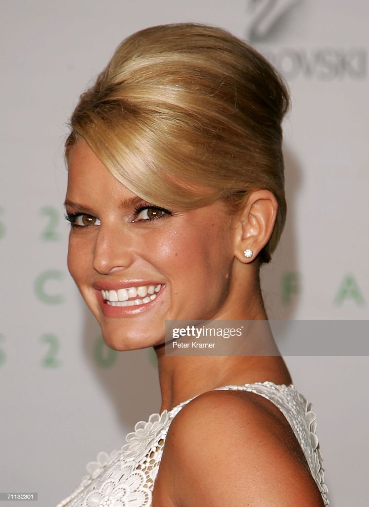 Singer <a gi-track='captionPersonalityLinkClicked' href=/galleries/search?phrase=Jessica+Simpson&family=editorial&specificpeople=171513 ng-click='$event.stopPropagation()'>Jessica Simpson</a> attends the 2006 CFDA Awards at the New York Public Library June 5, 2006 in New York City.