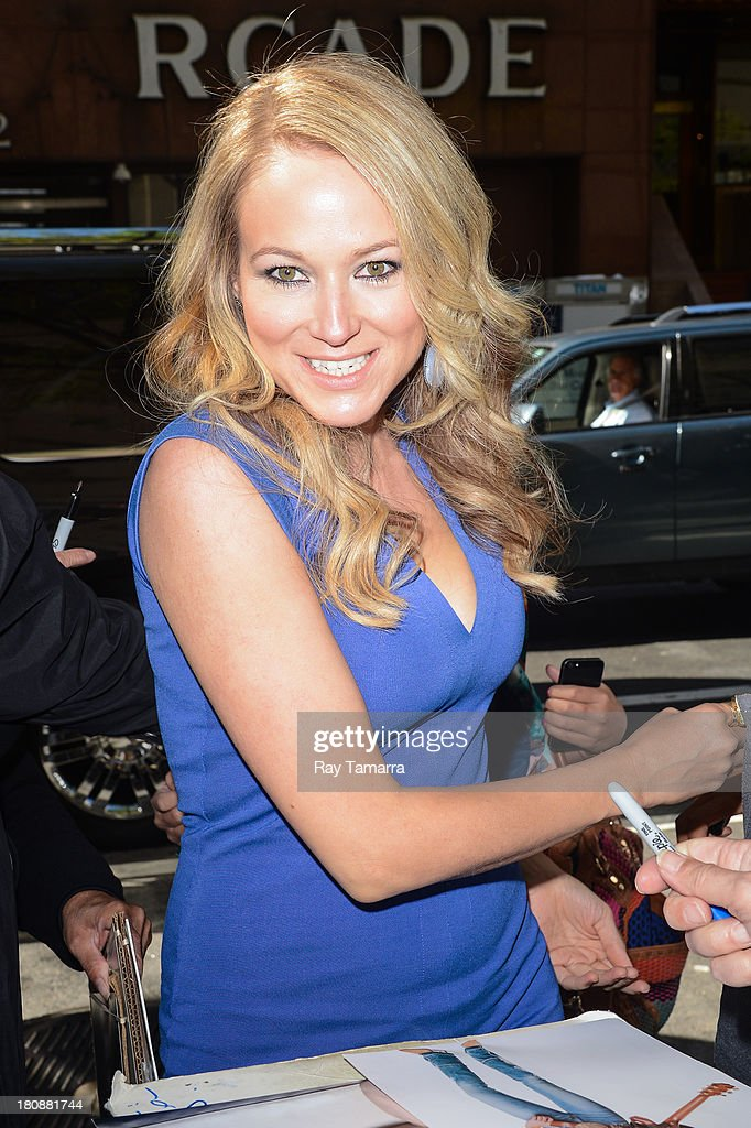 Singer Jewel enters the 'Today Show' taping at the NBC Rockefeller Center Studios on September 17, 2013 in New York City.
