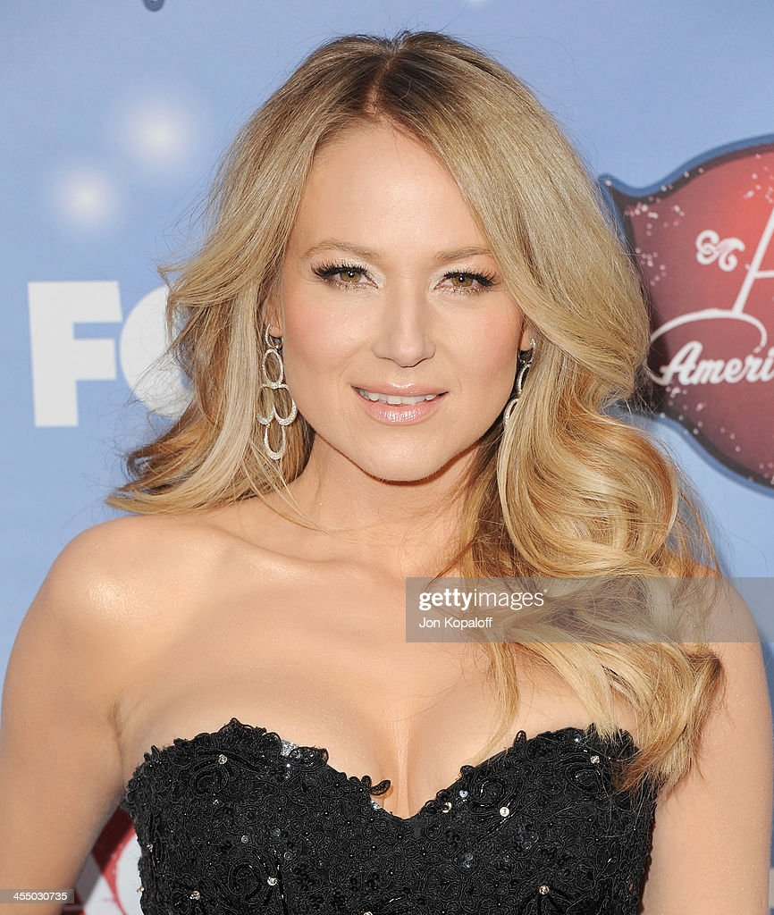 Singer Jewel Kilcher arrives at the American Country Awards 2013 at the Mandalay Bay Events Center on December 10, 2013 in Las Vegas, Nevada.