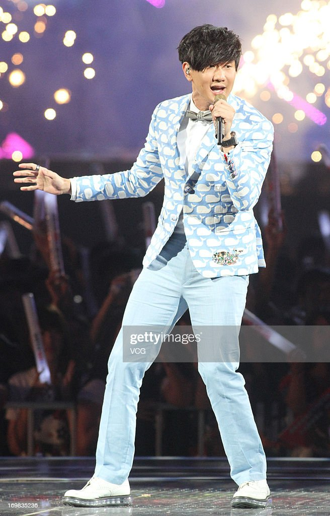 Singer <a gi-track='captionPersonalityLinkClicked' href=/galleries/search?phrase=JJ+Lin&family=editorial&specificpeople=3868242 ng-click='$event.stopPropagation()'>JJ Lin</a> attends 2013 Hito Music Awards at Taipei Arena on June 2, 2013 in Taipei, Taiwan.