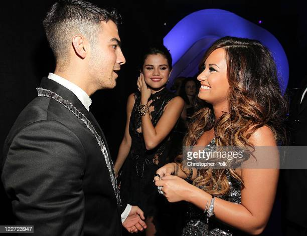 Singer Joe Jonas actress Selena Gomez and singer Demi Lovato arrives at the 2011 MTV Video Music Awards at Nokia Theatre LA LIVE on August 28 2011 in...