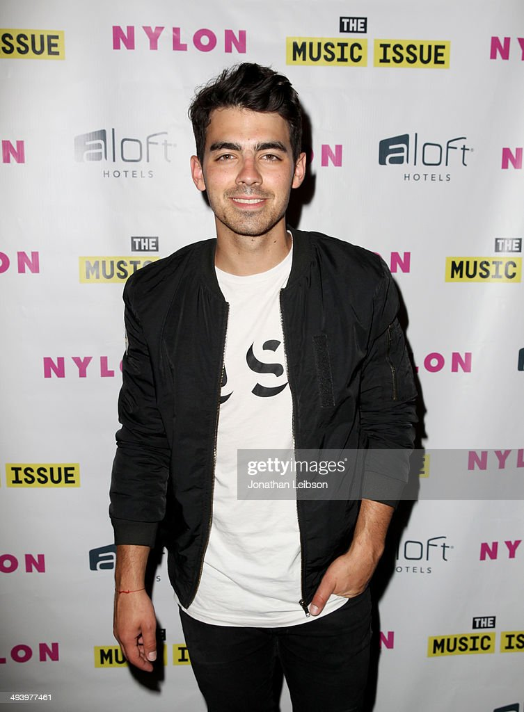 Singer <a gi-track='captionPersonalityLinkClicked' href=/galleries/search?phrase=Joe+Jonas&family=editorial&specificpeople=842712 ng-click='$event.stopPropagation()'>Joe Jonas</a> attends NYLON x Aloft Hotels celebrate The Music Issue with cover star HAIM on May 26, 2014 in Los Angeles, California.