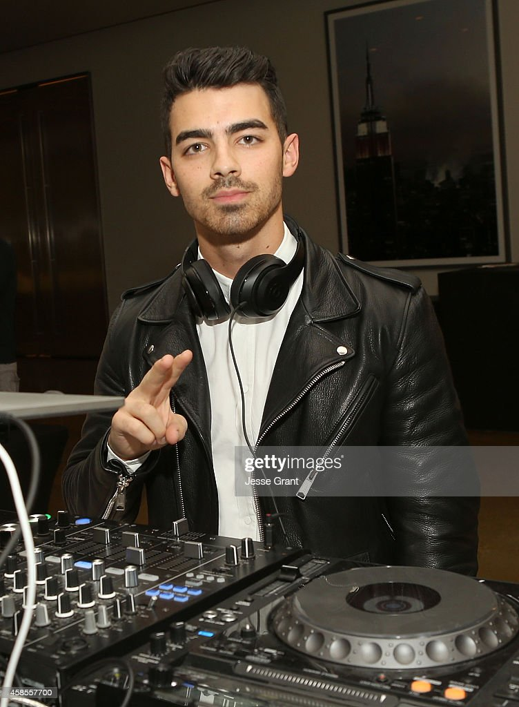 Singer <a gi-track='captionPersonalityLinkClicked' href=/galleries/search?phrase=Joe+Jonas&family=editorial&specificpeople=842712 ng-click='$event.stopPropagation()'>Joe Jonas</a> attends the Colaborator.com Launch at Milk Studios on November 6, 2014 in Hollywood, California.