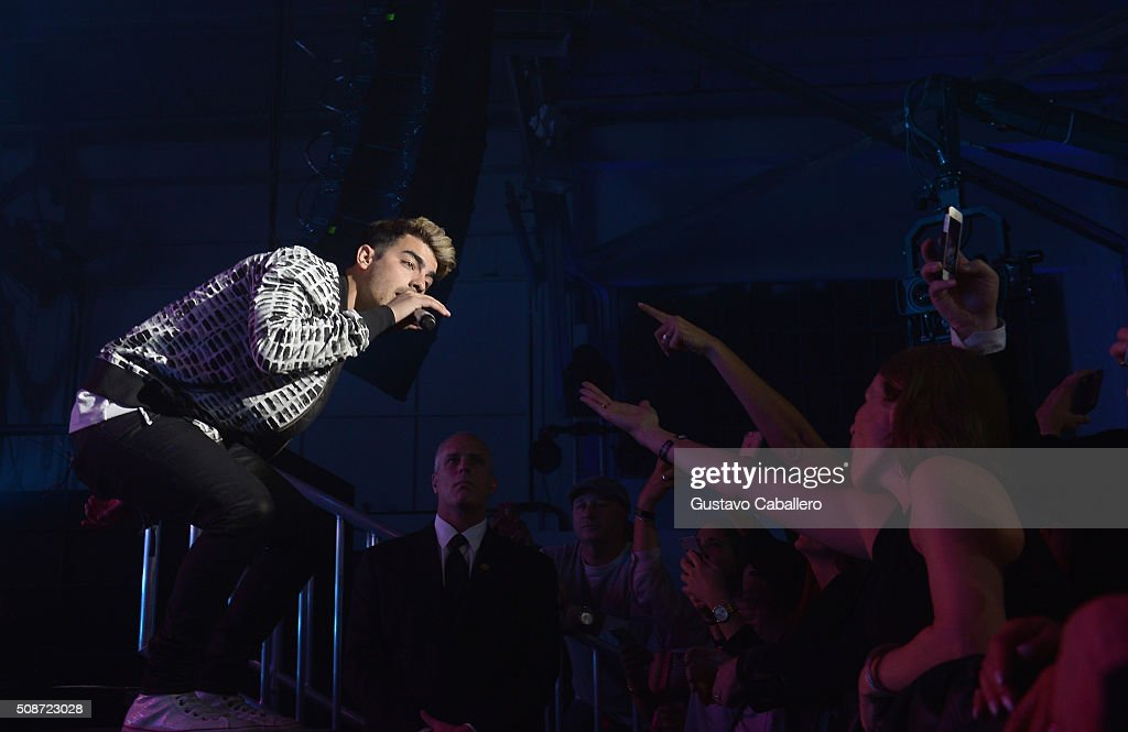 Singer <a gi-track='captionPersonalityLinkClicked' href=/galleries/search?phrase=Joe+Jonas&family=editorial&specificpeople=842712 ng-click='$event.stopPropagation()'>Joe Jonas</a> performs onstage during ESPN The Party on February 6, 2016 in San Francisco, California.