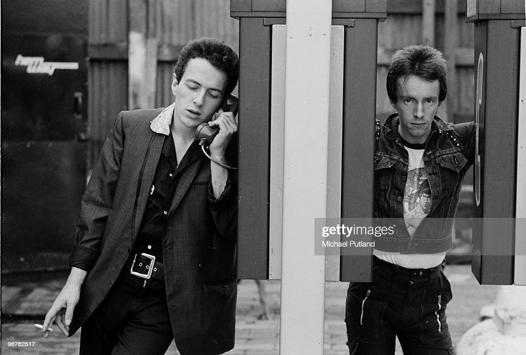 Singer <a gi-track='captionPersonalityLinkClicked' href=/galleries/search?phrase=Joe+Strummer&family=editorial&specificpeople=226957 ng-click='$event.stopPropagation()'>Joe Strummer</a> (1952 - 2002) and drummer Nicky 'Topper' Headon, of English punk rock group The Clash, New York, 1978.