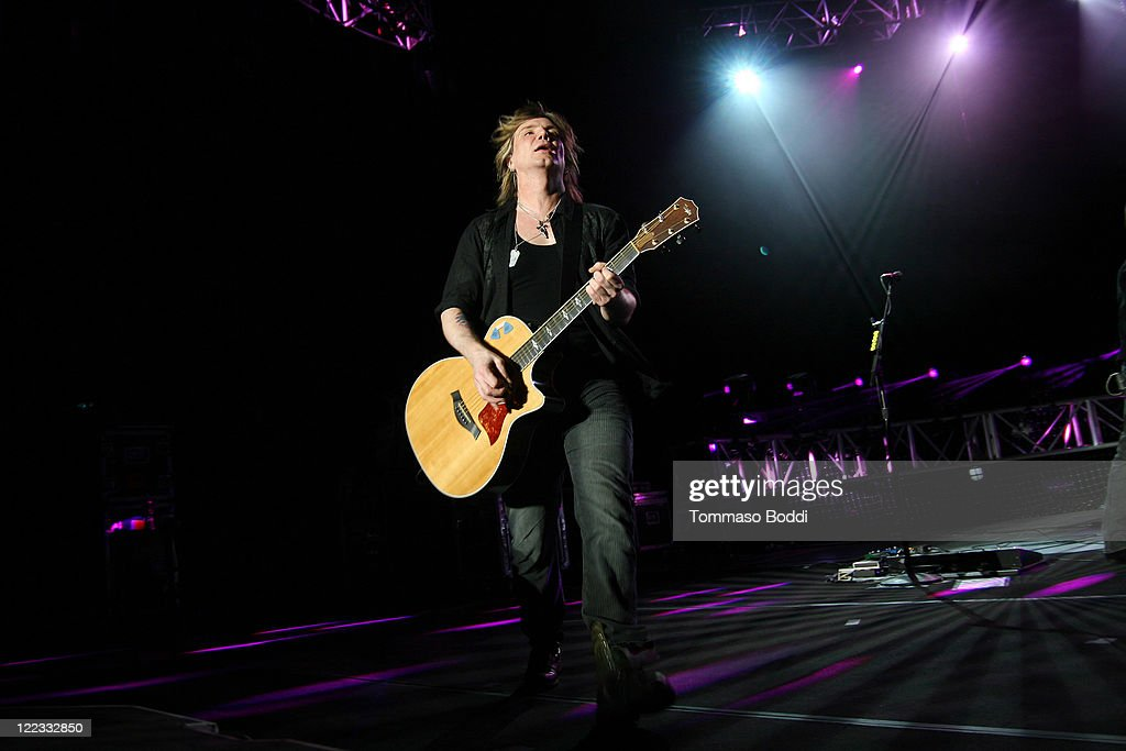 Singer <a gi-track='captionPersonalityLinkClicked' href=/galleries/search?phrase=John+Rzeznik&family=editorial&specificpeople=220876 ng-click='$event.stopPropagation()'>John Rzeznik</a> of the Goo Goo Dolls performs at the Greek Theatre on August 27, 2011 in Los Angeles, California.