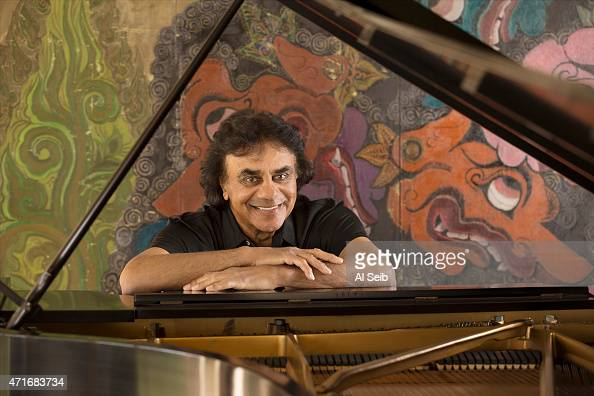 LOS ANGELES CA MARCH 17 2015 Singer Johnny Mathis is photographed for Los Angeles Times on March 17 2015 in Los Angeles California PUBLISHED IMAGE...