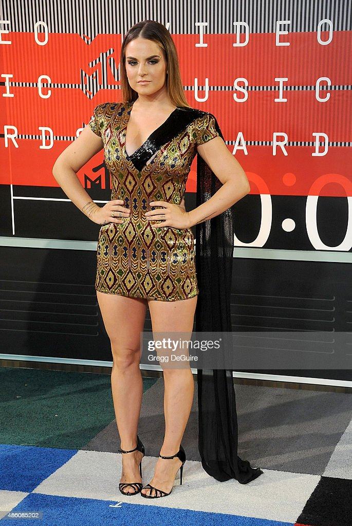 Singer <a gi-track='captionPersonalityLinkClicked' href=/galleries/search?phrase=JoJo+-+Singer&family=editorial&specificpeople=202981 ng-click='$event.stopPropagation()'>JoJo</a> arrives at the 2015 MTV Video Music Awards at Microsoft Theater on August 30, 2015 in Los Angeles, California.