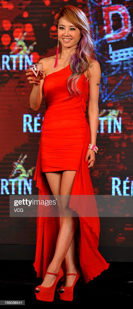 Singer <a gi-track='captionPersonalityLinkClicked' href=/galleries/search?phrase=Jolin+Tsai&family=editorial&specificpeople=647514 ng-click='$event.stopPropagation()'>Jolin Tsai</a> attends Remy Martin promotional event at Hyatt on the Bund Hotel on October 30, 2012 in Shanghai, China.