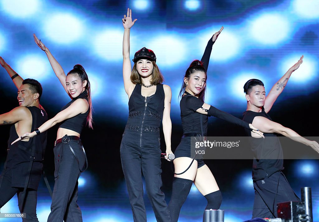 Fei Xiang And Jolin Tsai Perform In Liangshan