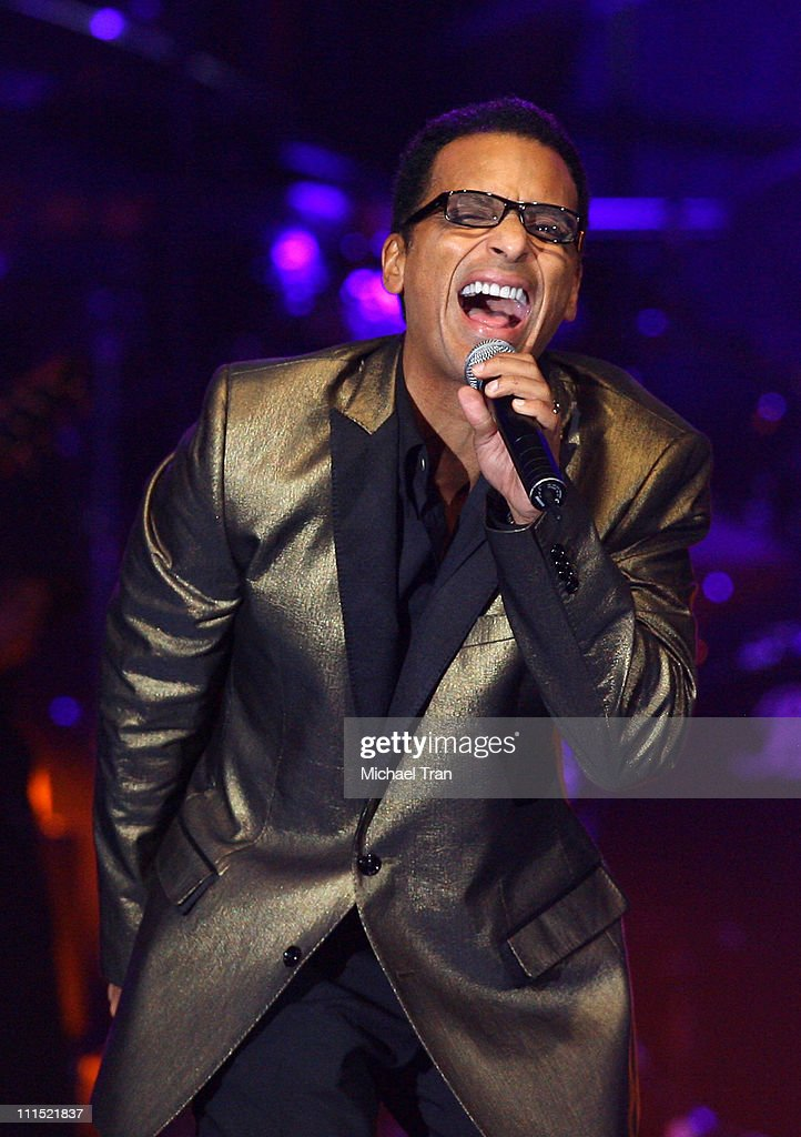 Singer Jon Secada performs onstage during the 2008 Latin Recording Academy Person of the Year awards tribute to Gloria Estefan held at the George R...