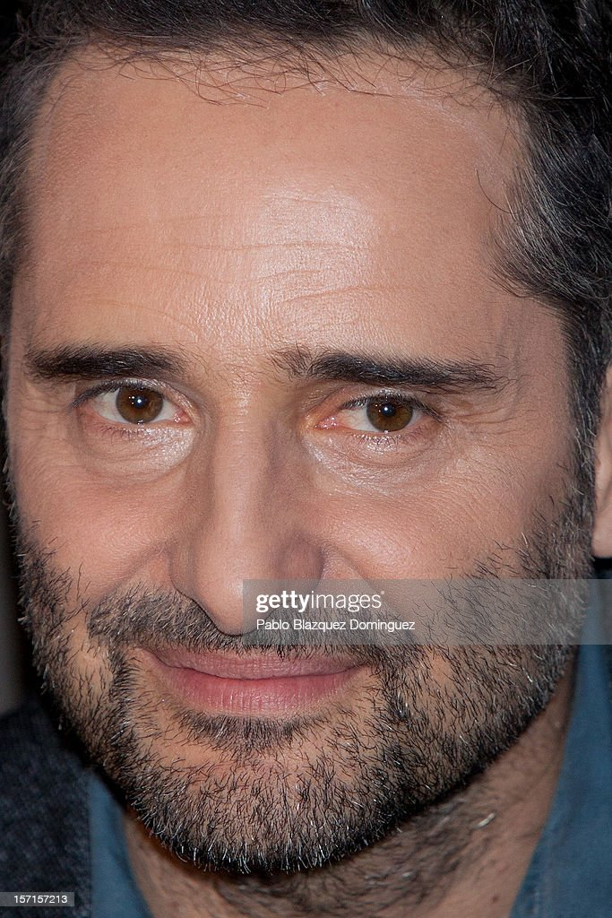Singer <a gi-track='captionPersonalityLinkClicked' href=/galleries/search?phrase=Jorge+Drexler&family=editorial&specificpeople=828114 ng-click='$event.stopPropagation()'>Jorge Drexler</a> presents 'n' new music application at the Telefonica store on November 29, 2012 in Madrid, Spain.