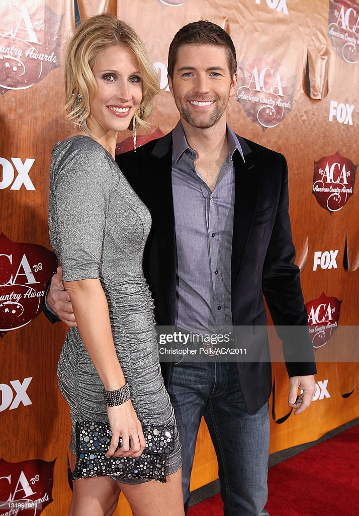 Singer <a gi-track='captionPersonalityLinkClicked' href=/galleries/search?phrase=Josh+Turner&family=editorial&specificpeople=571975 ng-click='$event.stopPropagation()'>Josh Turner</a> (R) and Jennifer Turner arrive at the American Country Awards 2011 at the MGM Grand Garden Arena on December 5, 2011 in Las Vegas, Nevada.