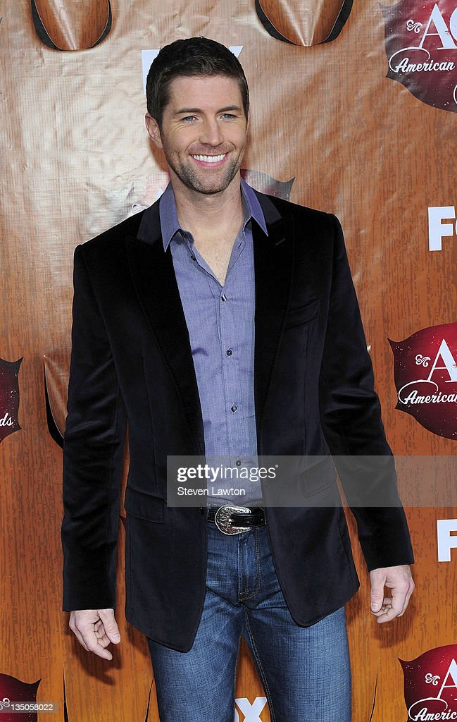 Singer <a gi-track='captionPersonalityLinkClicked' href=/galleries/search?phrase=Josh+Turner&family=editorial&specificpeople=571975 ng-click='$event.stopPropagation()'>Josh Turner</a> arrives for the American Country Awards at the MGM Grand Garden Arena on December 5, 2011 in Las Vegas, Nevada.