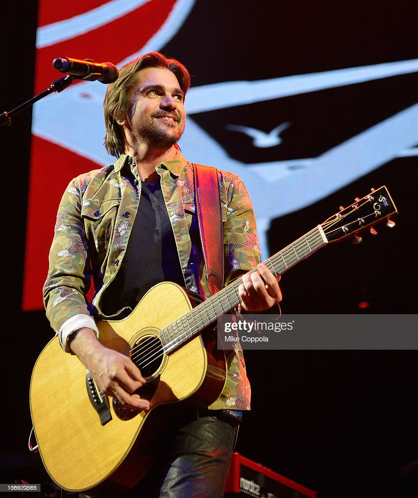 Singer Juanes performs at Barclays Center of Brooklyn on November 24, 2012 in New York City.