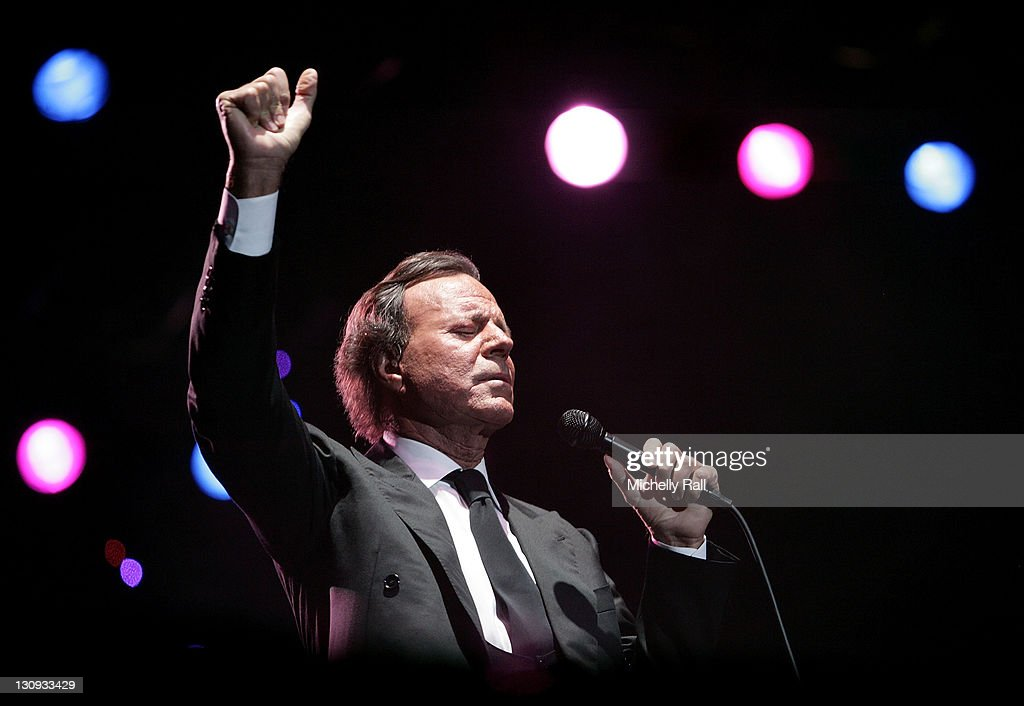 Singer <a gi-track='captionPersonalityLinkClicked' href=/galleries/search?phrase=Julio+Iglesias&family=editorial&specificpeople=218023 ng-click='$event.stopPropagation()'>Julio Iglesias</a> performs live at the Constantia Uitsig Hotel and Spa on January 24, 2008 in Cape Town, South Africa.