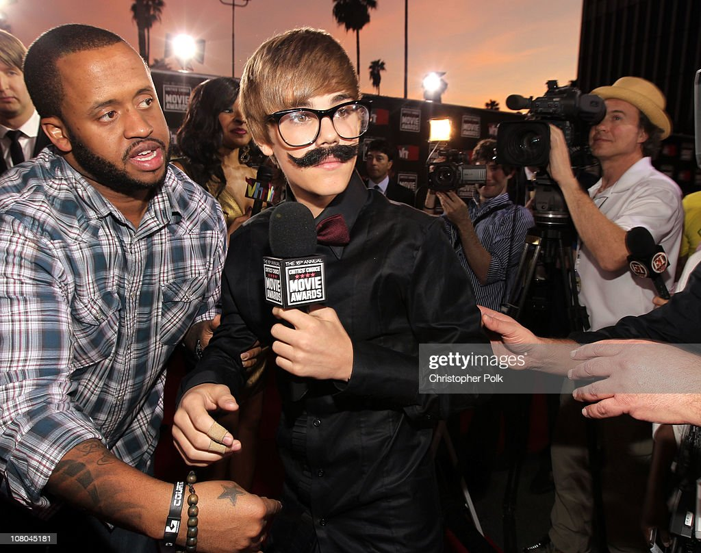 Singer <a gi-track='captionPersonalityLinkClicked' href=/galleries/search?phrase=Justin+Bieber&family=editorial&specificpeople=5780923 ng-click='$event.stopPropagation()'>Justin Bieber</a> arrives at the 16th annual Critics' Choice Movie Awards at the Hollywood Palladium on January 14, 2011 in Los Angeles, California.