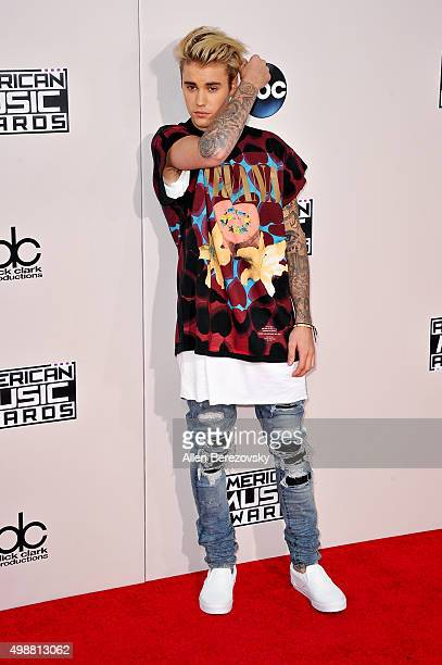 Singer Justin Bieber arrives at the 2015 American Music Awards at Microsoft Theater on November 22 2015 in Los Angeles California