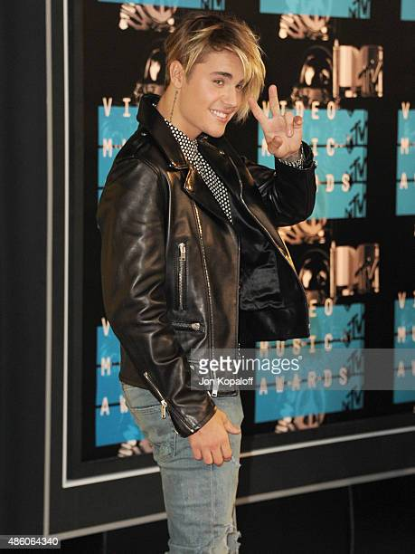 Singer Justin Bieber arrives at the 2015 MTV Video Music Awards at Microsoft Theater on August 30 2015 in Los Angeles California