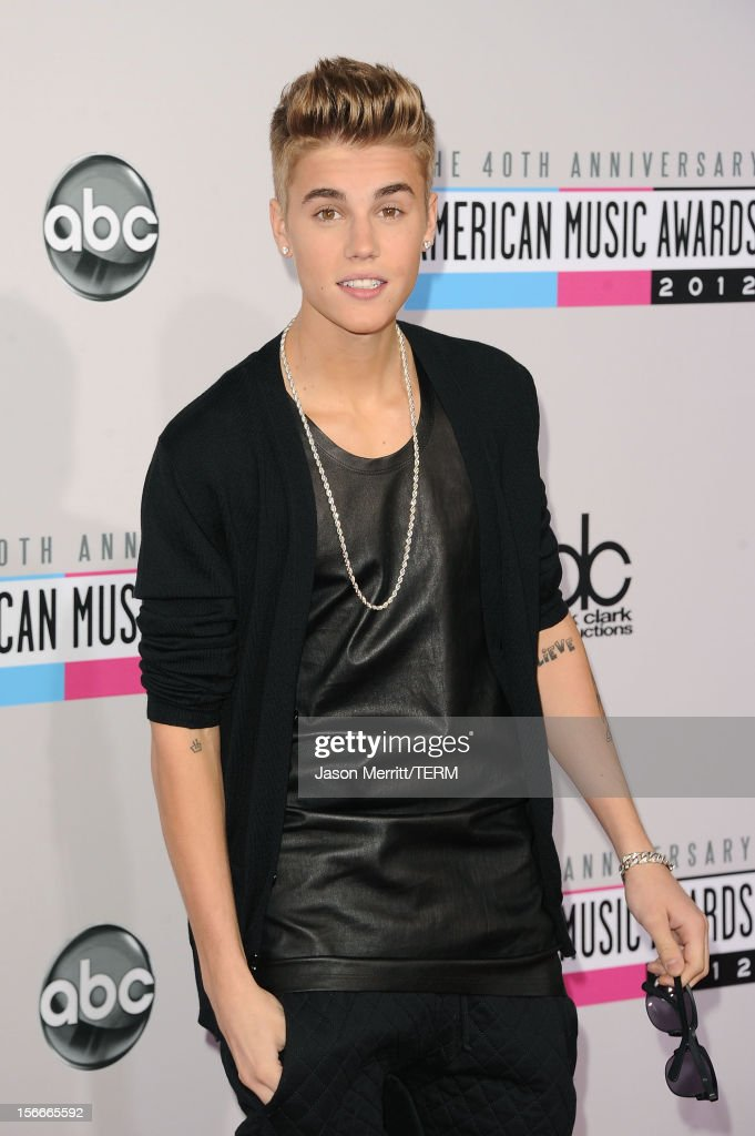 Singer <a gi-track='captionPersonalityLinkClicked' href=/galleries/search?phrase=Justin+Bieber&family=editorial&specificpeople=5780923 ng-click='$event.stopPropagation()'>Justin Bieber</a> attends the 40th American Music Awards held at Nokia Theatre L.A. Live on November 18, 2012 in Los Angeles, California.