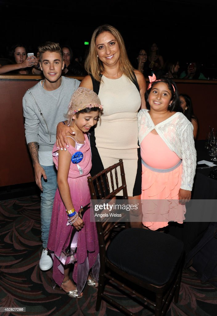 Singer <a gi-track='captionPersonalityLinkClicked' href=/galleries/search?phrase=Justin+Bieber&family=editorial&specificpeople=5780923 ng-click='$event.stopPropagation()'>Justin Bieber</a> (L) Make a Wish recipient Wish Child Grace (2nd from L) and guests attend the 2014 Young Hollywood Awards brought to you by Samsung Galaxy at The Wiltern on July 27, 2014 in Los Angeles, California. The Young Hollywood Awards will air on Monday, July 28 8/7c on The CW.