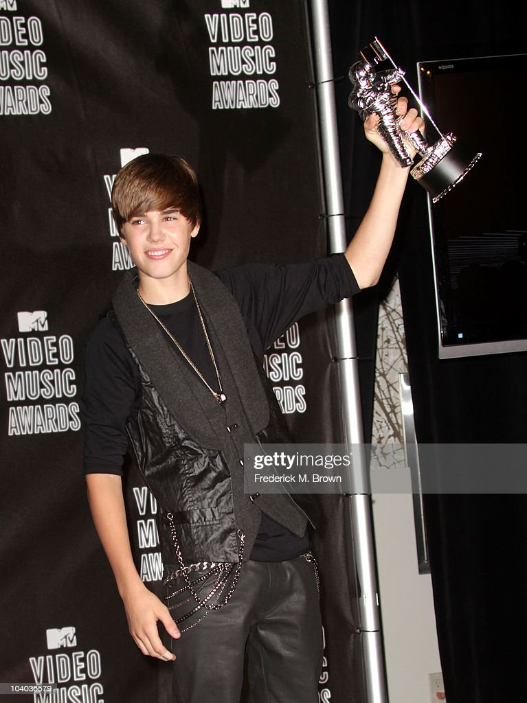 Singer <a gi-track='captionPersonalityLinkClicked' href=/galleries/search?phrase=Justin+Bieber&family=editorial&specificpeople=5780923 ng-click='$event.stopPropagation()'>Justin Bieber</a> poses in the press room with his award for Best New Artist during the MTV Video Music Awards at NOKIA Theatre L.A. LIVE on September 12, 2010 in Los Angeles, California.